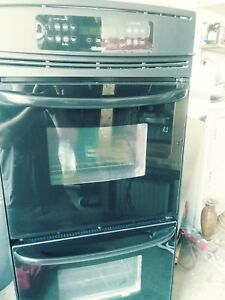 Kenmore Dual oven model 790.41399400. Color Black