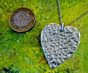 Superb studio hammered heavy solid sterling silver heart pendant & chain. 23.5g