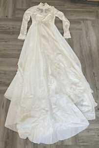 Vtg Wedding Dress Long Sleeve with bag  Size 6 Great for Halloween Costume