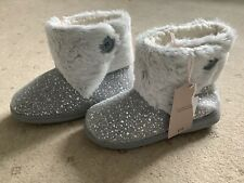Ladies grey sparkle boot slippers size small (3-4)