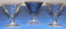 3 verres anciens 8 cl soufflés teintés sur pieds tournés