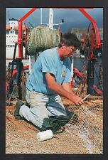 SAINT-NAZAIRE (44) PORT du PETIT MAROC , Marin-Pécheur réparant FILETS en 1995