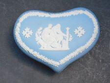 Wedgwood Jasperware Blu A Forma Di Cuore Ciondolo Box Figure classica