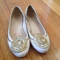 Designer Zoe Wittner Beige Flats Size 8/39