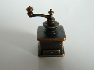 (KP1.21)1/12TH SCALE  DOLLS HOUSE METAL NON WORKING COFFEE GRINDER