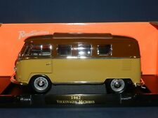 Road Signature 1/18 1962 Volkswagen Microbus (Kombi) Two Tone MiB