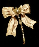 C025 Beige Velvet Bow Clip On With Hanging Christmas Tree Ornament