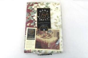 Kemp Beatley Christmas Splendor Oblong Tablecloth 52 x 70in Floral