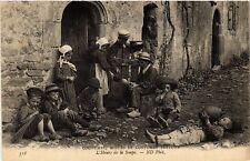 CPA  Coutumes - Moeurs et Costumes Bretons - L'Heure de la Soupe  (482216)