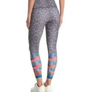 Onzie Graphic High Rise Midi Active Leggings Sz Small Tribal Effect Grey