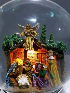 """REED AND BARTON """"NATIVITY SCENE"""" MUSICAL SNOW GLOBE COLLECTIBLE"""