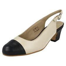 Zapatos de tacón de mujer de color principal azul de piel talla 38.5