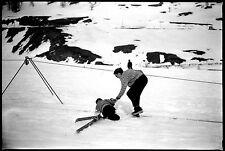 Chute à ski hiver neige montagne - Ancien négatif photo an. 1950