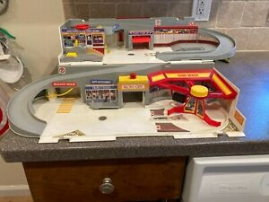 Vintage 1979 Mattel Hot Wheels Service Center Car Wash Playset