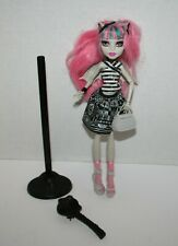 Monster High - Rochelle Goyle - 1st Wave - Doll and Outfit - Partial Stand