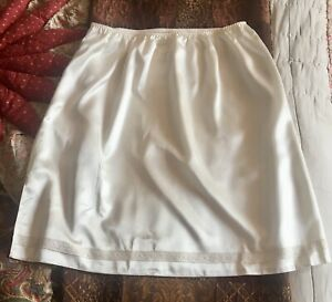 *M&S* Ivory Cream Silky Soft Liquid Poly Satin Glossy Short Waist Slip UK18 new