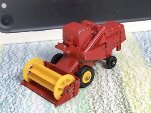 Matchbox Lesney # 65c Claas Combine Harvester Very Good, evidence of touch-up
