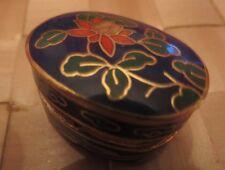 Pilulier ou boîtier bijoux – plaqué or et céramique bleue ornée d'une fleur vert