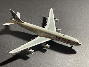 Qatar Airways Amiri Flight A340-200 Panda Models 1/400