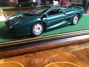 Welly 1/24 Scale Diecast Model Car  - Jaguar XJ220 - Metallic Green Mint
