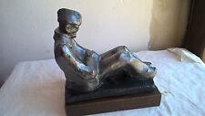 Statue Prisonnier au repos soldat WW2 Plâtre sur socle en bois