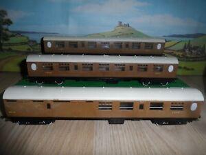 RAKE OF 3 TRIANG MODEL RAILWAYS OO GAUGE LNER COACHES