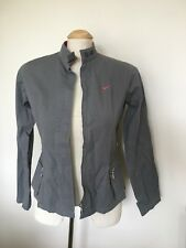 NIKE SIZE 8 (AGE 14 KIDS) LIGHT CASUAL GREY JACKET 98% COTTON RED TRIM