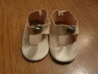 "Vintage 1950's White center snap doll shoes Oilcloth 1-1/2"" Long (M9 17 KX)"