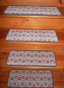 13 = Step  9'' x 24'' + 1 Landing  24'' x 28''  Tufted carpet Wool Woven .