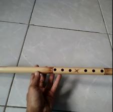 de bamboefluit, echte handgemaakte fluit van bamboe