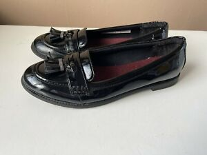 CLARKS ladies black patent leather loafers shoes size 6.5 F /40