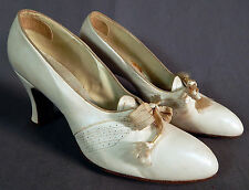 Vintage Vogue Footwear 1940s White Leather Laceup Womens Dress Shoes Pumps