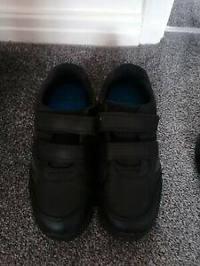 Boys clarks school shoes Size 2H