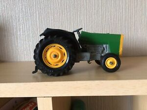 VINTAGE BRITAINS 9422 FARM TRACTOR WITH STEERING. METAL & PLASTIC. 1:32 SCALE.