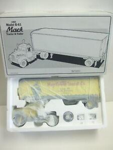 First Gear 18-1532 - MAYFLOWER 1960 Model B-61 Mack Tractor & Trailer 1/34 Scale