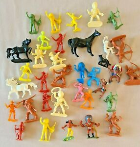 Vintage Lot Of Made In Hong Kong Toy Plastic Cowboys & Indians