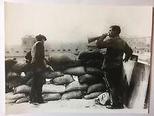 ww2 photo press  Italie 1920 , barricade dans les usines Fiat      B360