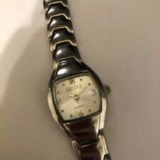 94b195bae32 VINTAGE GUCCI WATCH FOR WOMEN SILVER TONE