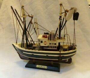 Model Fishing Boat Trawler On Stand Hand Made & Painted-maritime Ship
