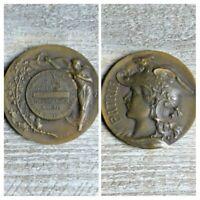 Medalla Bronce Antiguo Patria Busto Del República Casco Alas Firmado Por Mattei