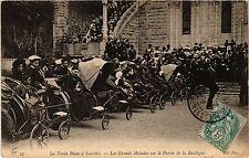 CPA LOURDES Le Train Blanc-Les Grands Malades (415179)