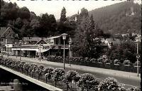 Bad Liebenzell Schwarzwald Ansichtskarte ~1950/60 Straßenpartie am Cafe mit Burg