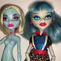 Monster High Doll Ghoulia Yelps Ghoul's Night and Abbey Bominable Roller Maze