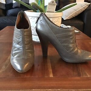 Modern Vintage Leather  heels  Size 6 EUR 36  Gray Italian Leather.