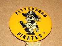 VINTAGE 1960'S 60'S PITTSBURGH PIRATES MLB PINBACK & BAT EXCELLENT CONDITION