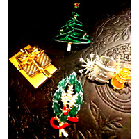 VTG. Lot of Beautiful Christmas Brooches