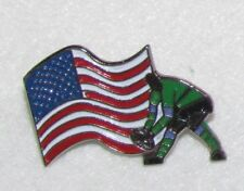 D24 PIN BADGE RUGBY U.S.A FLAG  RARE FOOT   free ship on all add pins