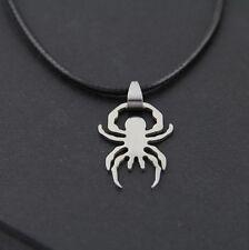 Collier Pendentif spiderman araignée argentée et son cordon noir en simili cuir