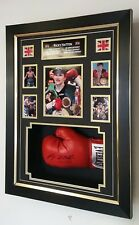 *** NEW RICKY HATTON SIGNED BOXING GLOVE  Display ***