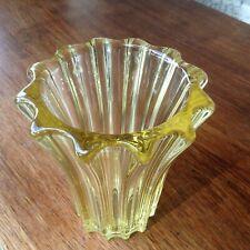Vase Cristal Signé de Pierre d'Avesn couleur jaune citrine Art Déco Mid-century